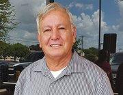 """Rafael Cardona (68) dice sentir temor por el futuro incierto que afrontan las personas de la tercera edad en Texas: """"Uno no piensa qué será de nosotros en el futuro, cuando no podamos valernos por nosotros mismos. El gobierno me paga una pensión de 560 dólares, del cual vivimos mi esposa y yo, por lo que no me alcanza para ahorrar""""."""