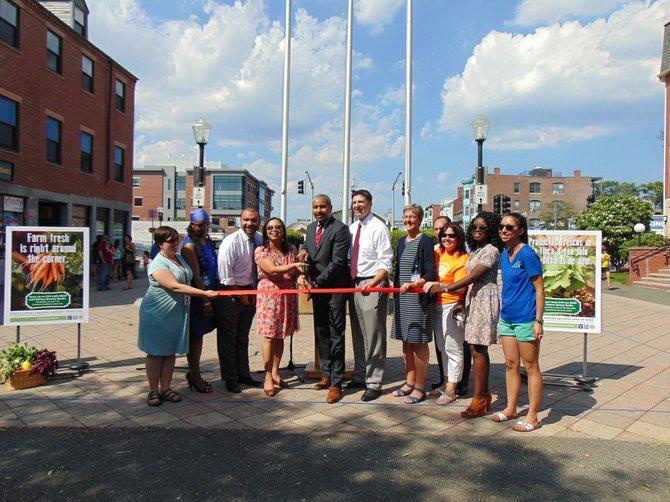 Autoridades de salud de Boston inauguraron el mercado de granjeros de East Boston