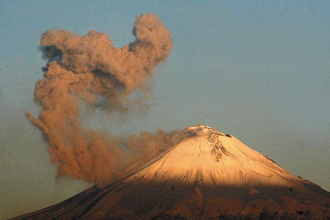 Actividad del Popocatépetl afecta  a 14 poblaciones