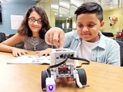 ROBOTS. Tania Guzmán y Carlos Benítez se unieron al club de robótica de Gunston Middle School hace dos años.