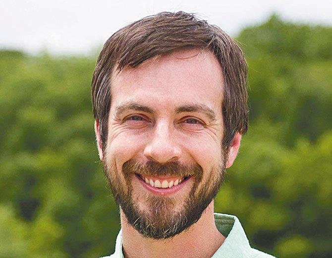 Gabriel Rojas, comisionado de zona y plantación del Central Austin Community Development Corporation (CACDC).