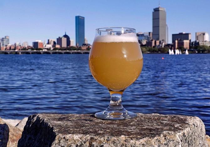 ¿Te atreverías a tomar una cerveza hecha con agua del Río Charles? Boston te invita un trago