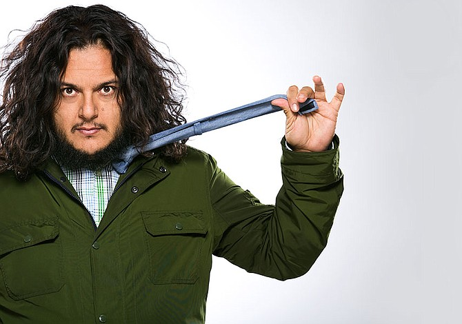 Comediante mexicano Felipe Esparza trae su humor a Boston por una noche
