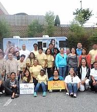 PERSONAL. Trabajadores de CentroNía organizan la feria de salud.