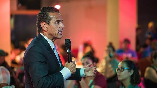El ex Alcalde de Los Ángeles, Antonio Villaraigosa en Boston