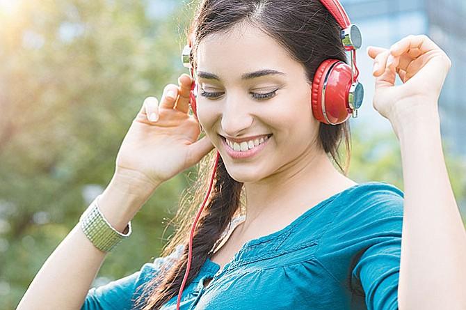 Uso frecuente de audífonos  provoca daños irreversibles