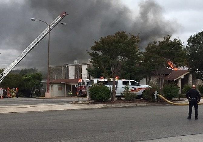 El fuego dañó un centro de eventos al noroeste de la ciudad