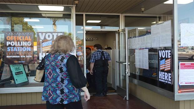 """Por ve primera se votó en una tienda de """"Boost Mobile"""" en la ciudad de San Marcos."""