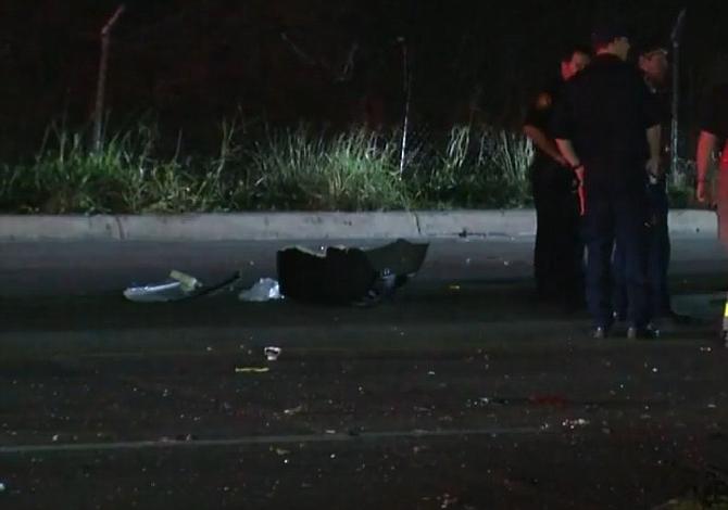 El conductor de un Corvette pierde el control y choca contra dos vehículos