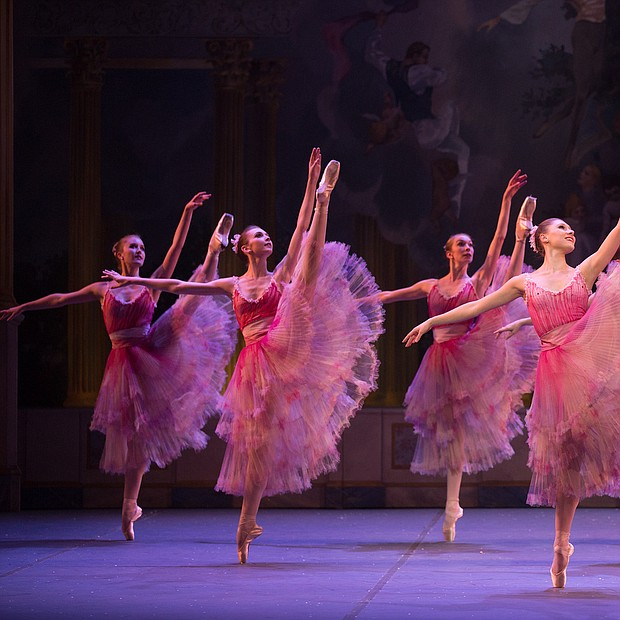 Escena del Cascanueces de Mikko Nissinen, interpretado por Boston Ballet.
