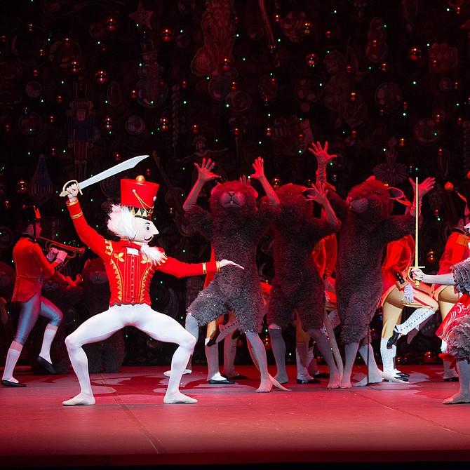 Escena del Cascanueces de Mikko Nissinen, interpretado por Boston Ballet.