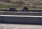 Motociclista golpea barricada y es atropellado por camión de 18 ruedas