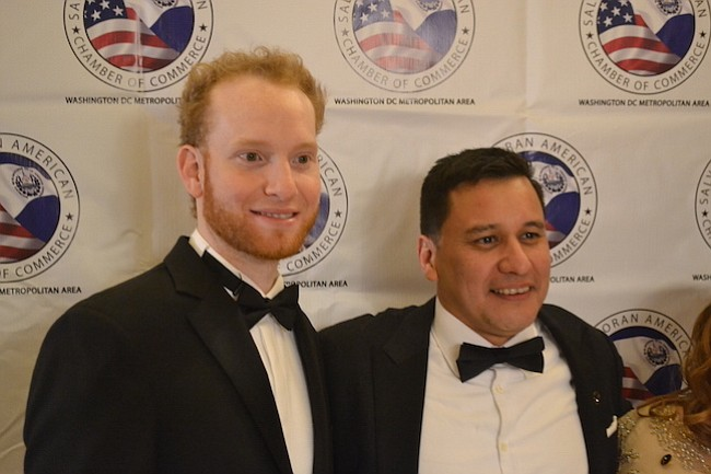El orador especial de la noche, Gerardo Diaz-Basan junto al director de la Camara de Comercio, Carlos Romero.