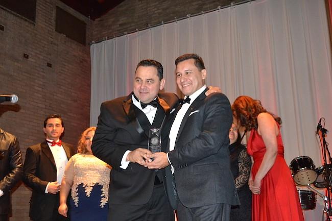 Reconocimiento para José Marcial Fuentes, por servicios a la comunidad.