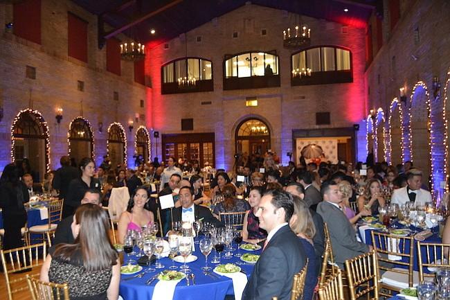 Salvadoreños e invitados disfrutaron de la cena de gala de 15 años de la Cámara de Comercio Salvadoreña Americana.