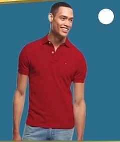 Camiseta Polo - Es un regalo clásico, útil y bonito. Una camiseta Polo nunca te dejará mal, y regularmente puedes escoger entre opciones de un solo color, o con estampados de rayas de diferente grosor. La gama de marcas y colores que ofrece Macy's es amplia, y esta en particular, Tommy Hilfiger, viene en dos tipos de tela diferentes: lisa y texturizada. La encuentras en Macy's. $39.99