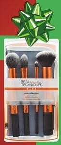 Juego de brochas de maquillaje - Es un regalo económico y a la vez muy útil. Estas brochas esenciales son perfectas para líquidos, polvos o cremas para tener una cara homogénea y para maquillar los ojos. Son fáciles de llevar y usar, y tienen un tacto suave pero a la vez firme. A la venta en Walmart $9.94