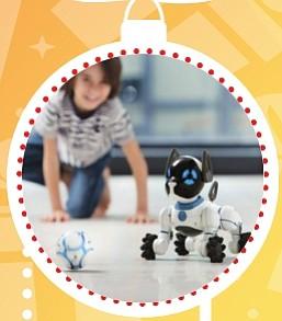 WowWee – Chip, el perro robótico ($200)   Chip es un perro robótico inteligente y una mascota interactiva, que te saludará cuando llegues a casa como un perro de verdad, estará siempre alerta y listo para jugar contigo. Según como lo trates irá desarrollando su personalidad, no existen dos Chip iguales.   Te muestra cariño cuando estás cerca, es obediente y sigue tus órdenes. Puedes interactuar con él de diversas formas: con la Smart Band (pulsera interactiva), dándole órdenes claras de voz como a un perro de verdad; con la SmartBall (puedes lanzarle la pelota y divertirte con él); o con tu smartphone gracias a la App gratuita de Chip. Aprende nuevas cosas, por lo que podrás enseñarle trucos.  Cuando necesite algo, te lo pedirá a través de la App. Y cuando necesita recargar energía, el sólo vuelve a la base para cargarse.