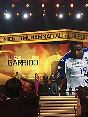 HONDUREÑO. Homenaje al futbolista Luis Garrido.