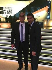 JUNTOS. El Director de El Tiempo Latino y propietario de la cadena de tiendas Campeon Soccer Javier Marín, con el ex delantero, Raúl González, ex goleador y ex capitán del Real Madrid y la selección nacional de España.