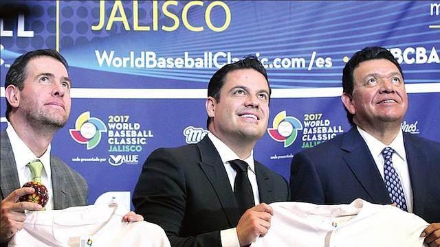 TRIO. De izq. a der.: Los dirigentes Alfredo Castillo, Jorge Aristóletes y Fernando Valenzuela.