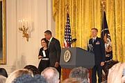 CONDECORACIÓN. María Gómez fue condecorada por el presidente Barack Obama con la Medalla Presidencial al Ciudadano.
