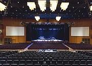 La sala con capacidad para 3.000 persona fue construida de manera que desde todos los puestos los asistentes pueden ver bien el escenario.