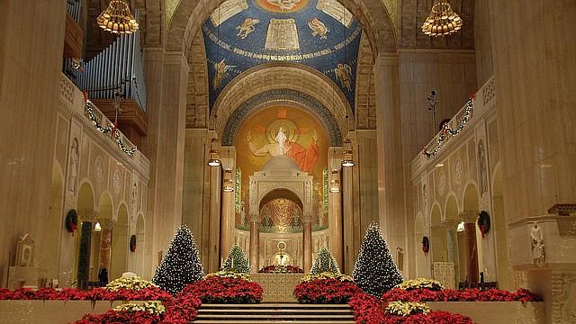 La Basílica Nacional de la Inmaculada Concepción listo para la misa de Navidad