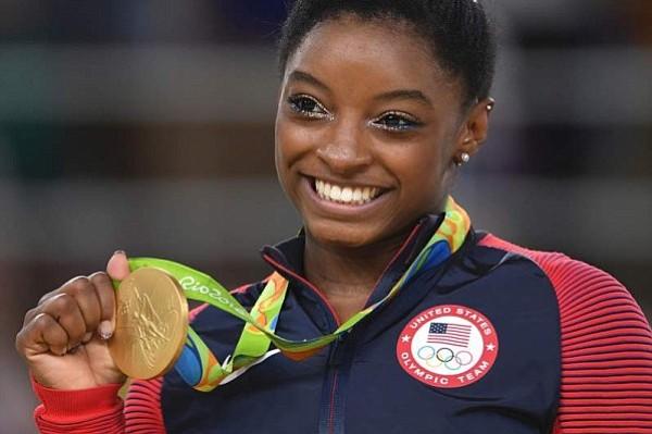 Crítican a la medallista olímpico Simone Biles por sus continuas fiestas tras Río