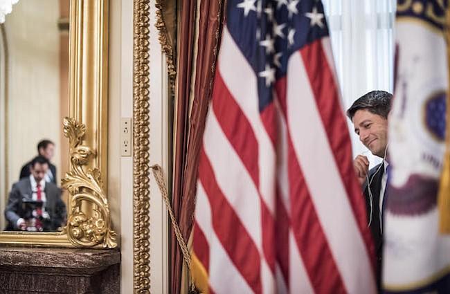 El presidente de la Cámara de Representantes Paul Ryan, R-Wis., hace llamadas en su oficina ceremonial el primer día del 115º Congreso el martes.