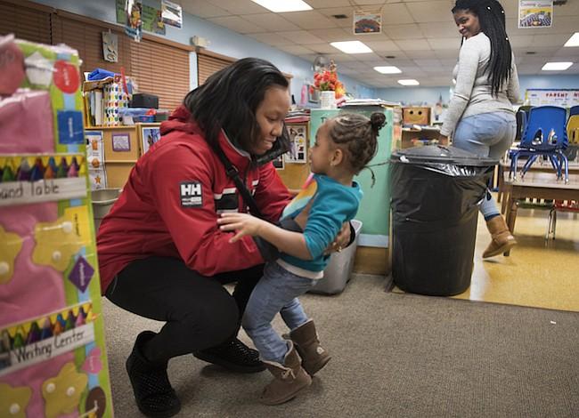 Adinerado Maryland es pobre en subsidios para el cuidado infantil