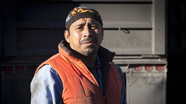 Juan López, de 42 años, trabaja en Double R Trucking en Coeburn, Va