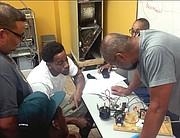 TÉCNICOS. Alumnos del curso de Calefacción y Aire acondicionado.