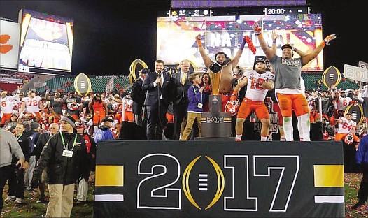 CAMPEONES. Tigers celebran el título en el fútbol americano.