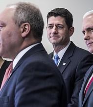 La diputada Cathy McMorris Rogers, R-Wash., el presidente de la Cámara de Representantes Paul Ryan, R-Wis., y el vicepresidente electo Mike Pence, escuchan a Steve Scalise, R-La, durante una conferencia de prensa republicana el 4 de enero en Capitol Hill.