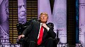 Donald Trump en el escenario durante su Comedy Central en Nueva York en 2011.