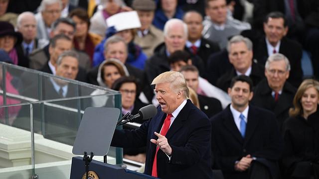 El president Trump se dirige a la nación después de ser juramentado.