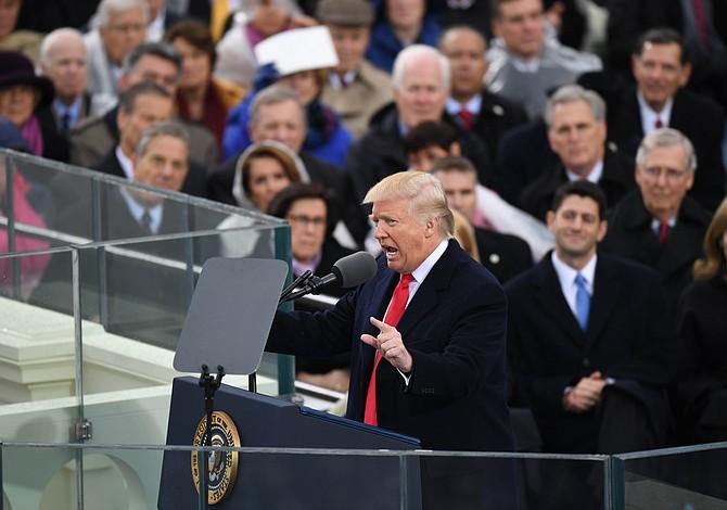 Momentos después de prestar juramento, Trump transforma el sitio web de la Casa Blanca