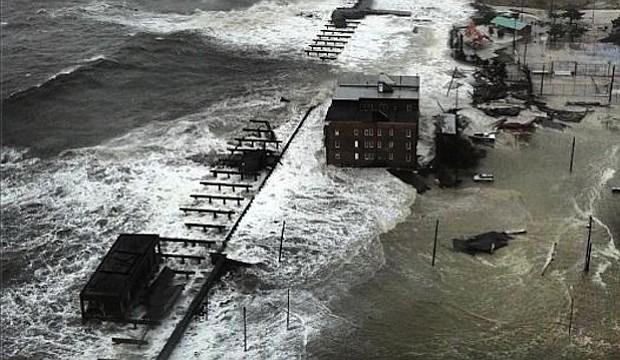 En 2012 la tormenta Sandy causó 50,000 millones de dólares en daños y 72 muertos en NY y NJ. En cualquier momento, podemos ser abatidos por una tormenta similar en Boston.