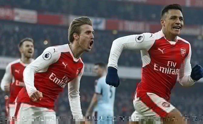 Alexis Sánchez, de penalti al 97′, da la victoria al Arsenal