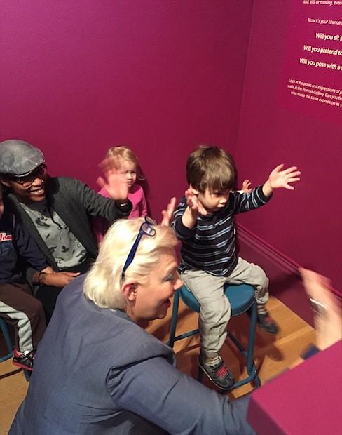 """""""Ser capaz de crear un espacio para cautivar a las mentes jóvenes a pensar en sí mismos y en los demás, utilizando el retrato como catalizador, es verdaderamente un testimonio de nuestro compromiso de atraer a todos los visitantes""""."""