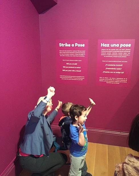 Este espacio representa la primera exposición de la Galería Nacional de Retratos con una muestra interactiva bilingüe para visitantes con edades de 18 meses a 8 años.