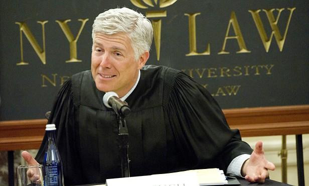 Quién es el nuevo juez de la Corte Suprema de EE.UU, y por qué es tan importante