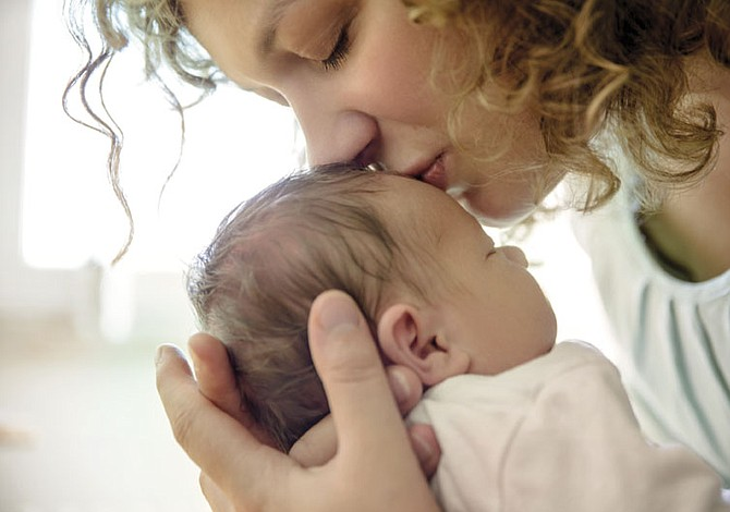 Bebés  de embarazos complicados propensos al autismo