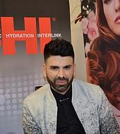 Jomari Goyso, estilista de estrellas y presentador de Univisión, en el salón de belleza de Jcpenney de Dadeland Mall en el lanzamiento de CHIparaMI