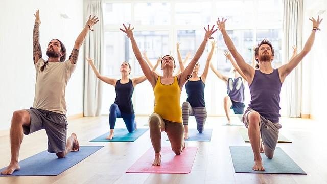 Disfruta de los beneficios que te ofrece el yoga.