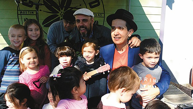 """""""Busco aportar algo a la educación bilingüe de los más pequeños"""""""