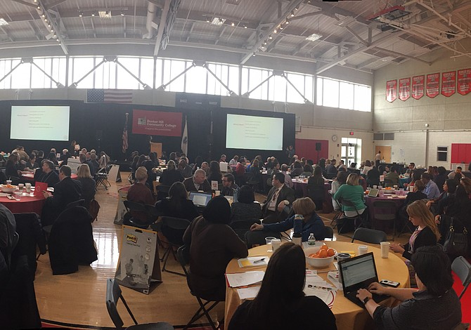 Exitosa reunión con el liderazgo comunitario realizada por Bunker Hill Community College