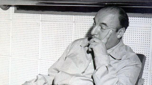El poeta Chileno, Pablo Neruda en 1956