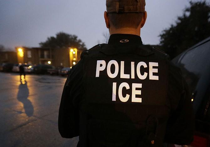 Qué hacer si lo visita un oficial de inmigración